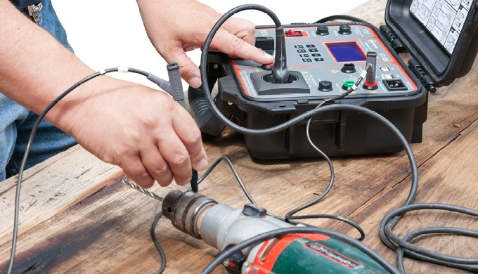 Geräteprüfung: Elektrische Geräte nach VDE 0701-0702 bzw. SNR 462638 prüfen ist Pflicht für alle!