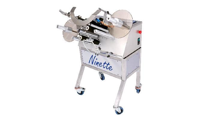 Conçue par la société CDA, la Ninette Seau est une étiqueteuse semi-automatique permettant la dépose d'une ou deux étiqu