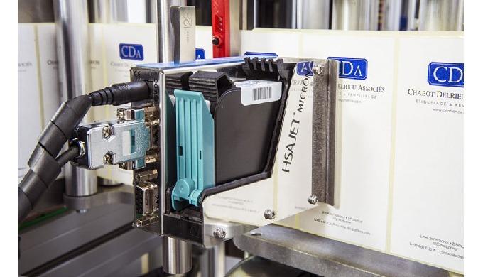 Intégré par CDA, la marqueur industriel HSA par jet d'encre permet la pose directe d'information sur les étiquettes de v