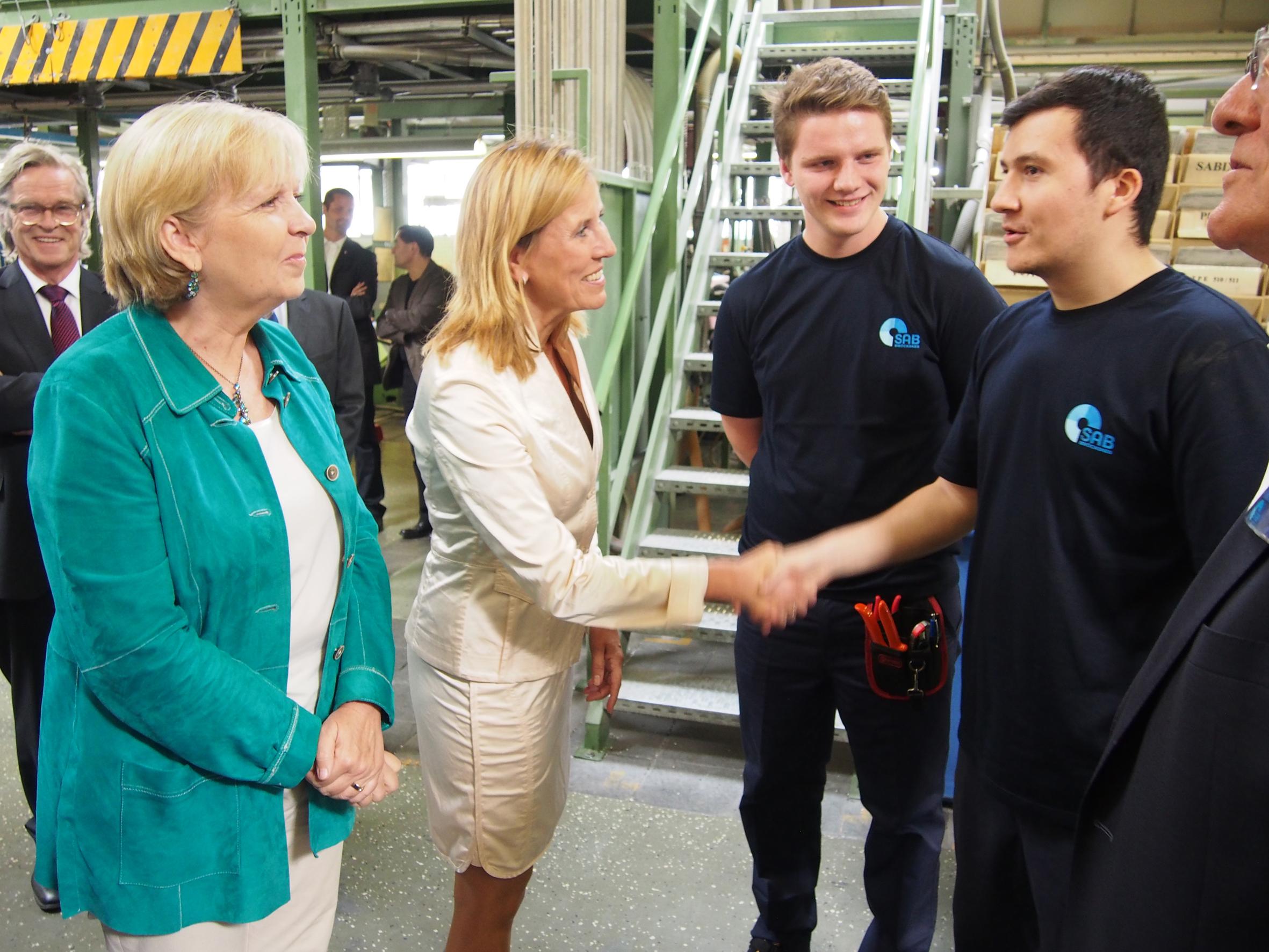 Hannelore Kraft besucht den Landesbesten Azubi bei SAB
