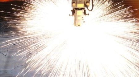 Corte láser de chapas de un espesor máximo de 20 mm y dimensiones 6000 x 3000 mm. Disponemos de un sistema de gestiónde