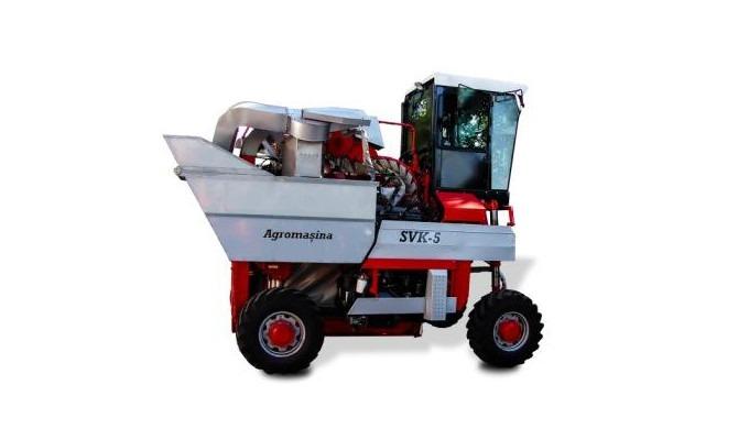 S.A. Agromașina prezintă în anul curent un produs nou, un proiect inovativ și ambitios : Combina pentru recoltarea strug