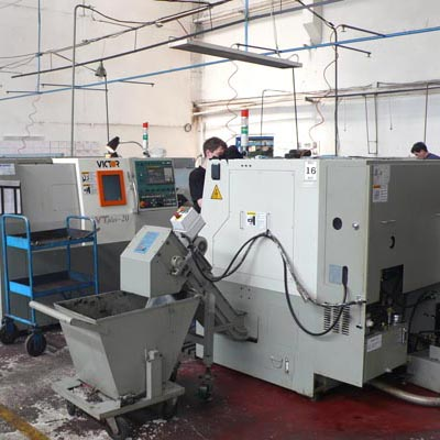 PRELUCRARI MECANICE A METALULUI Moldagrotehnica SA oferă servicii pentru prelucrari mecanice şi producere de piese şi an