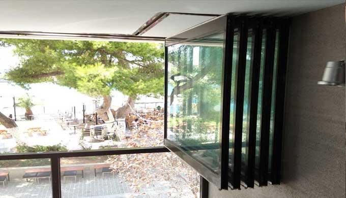 Folding Glass Door F4 By Salinox Ltd