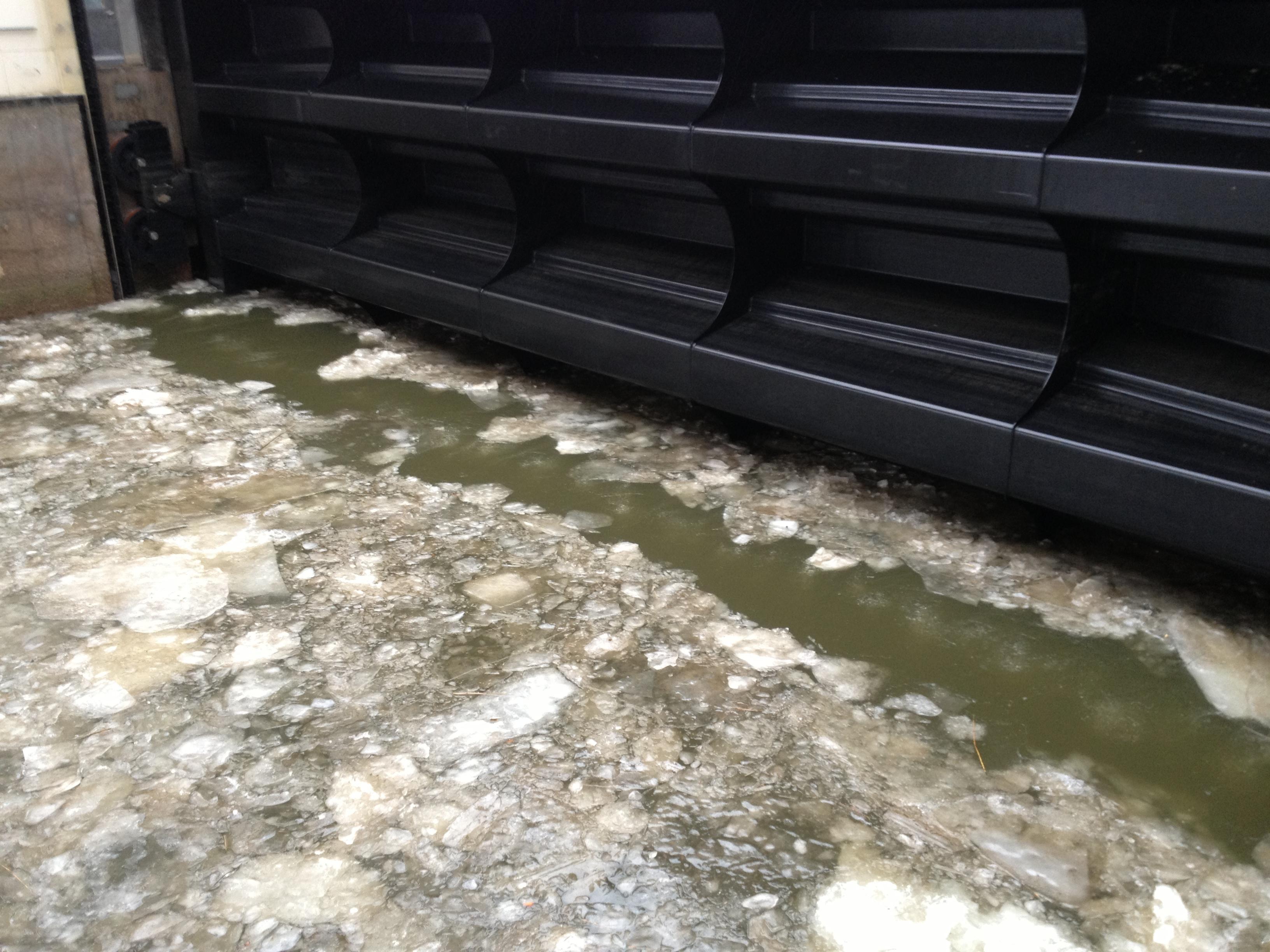 Eisfreihalteanlagen ermöglichen einen sicheren Schutz vor Eisschäden an Yachthäfen, Fähranlegern, Fahrrinnen, Schleusen