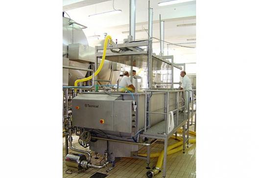 Tanque para la elaboración de queso con control automático de los ciclos de desuerado, preprensado y porcionado de la cu