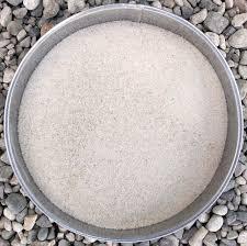 Основным сырьем для предприятий стекольной промышленности. Основными параметрами являются низкое содержание железа и алю