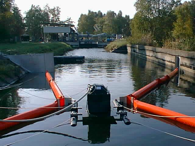 """Ölwehrtechnik ist ein wichtiger Bestandteil im Rahmen des Gewässerschutzes. Der Begriff """"Ölwehrtechnik"""" umfasst eine bre"""