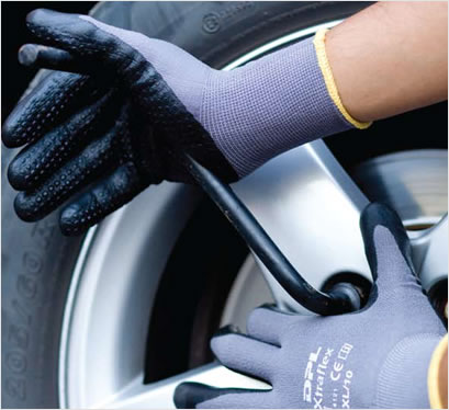 Breathable coating to keep hands cool and dry. Nitrile dots for a better grip and increased protection to the palm and f