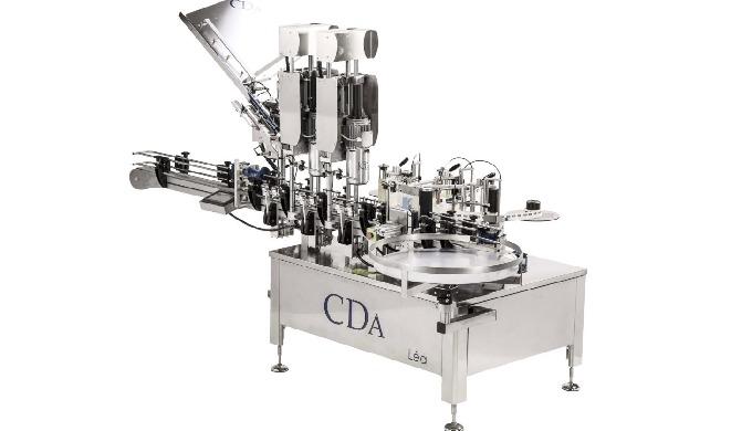 Conçue par la société CDA, la Léa est une étiqueteuse et une sertisseuse automatique permettant l'étiquetage et le serti