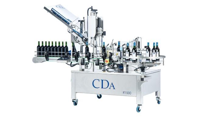 Conçues par la société CDA, les étiqueteuses automatiques de la Gamme R1000 - R1500 permettent l'étiquetage et le sertis