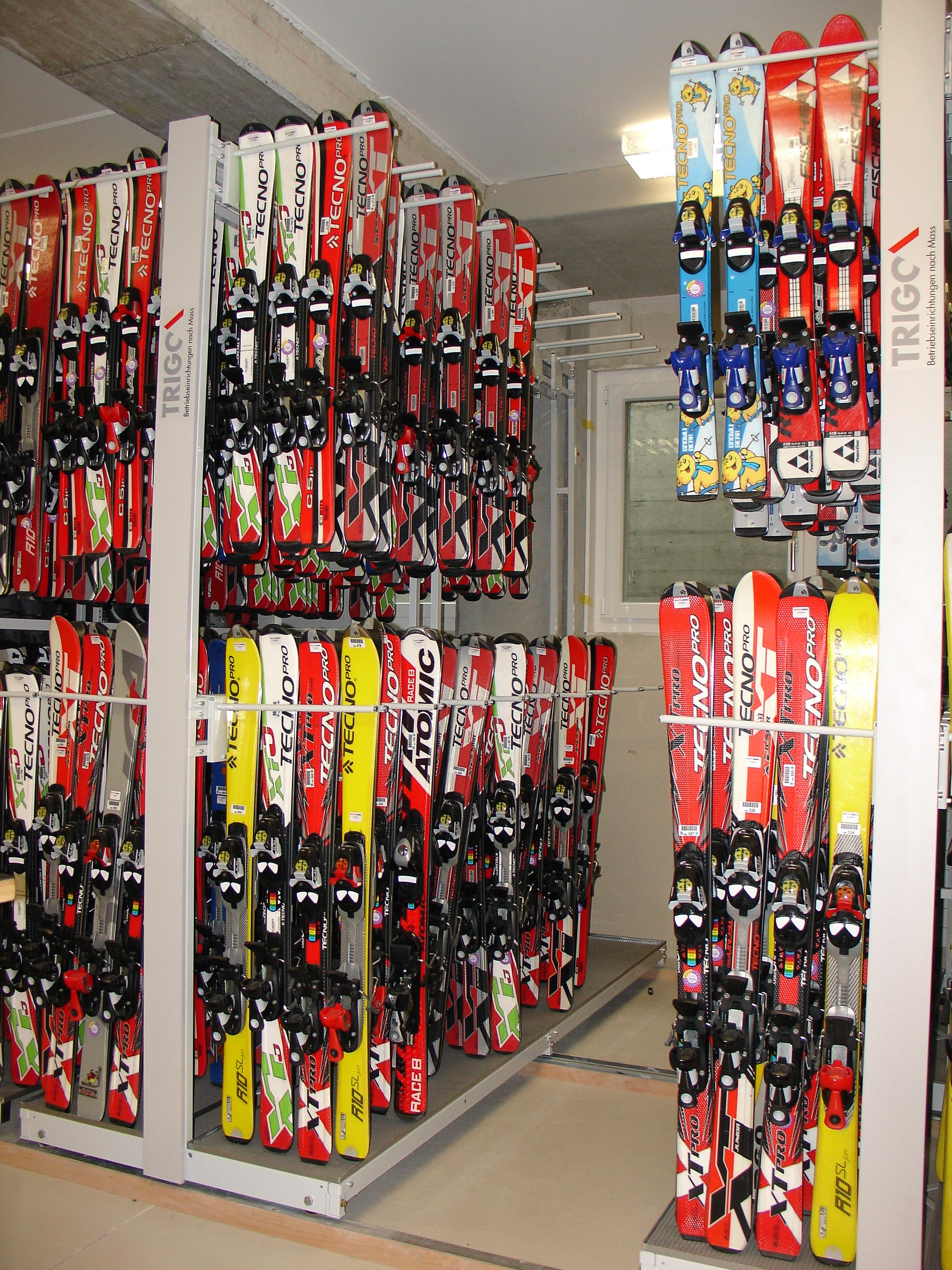 Ski- und Snowboard Regale