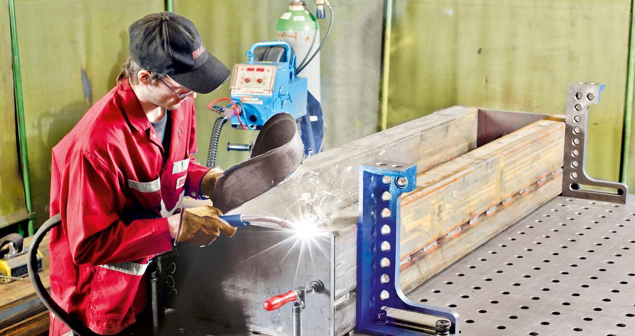 In dieser Abteilung fertigen wir fast alles vom 1-mm-Blech über das komplexe Maschinengestell bis hin zur sechs Tonnen s