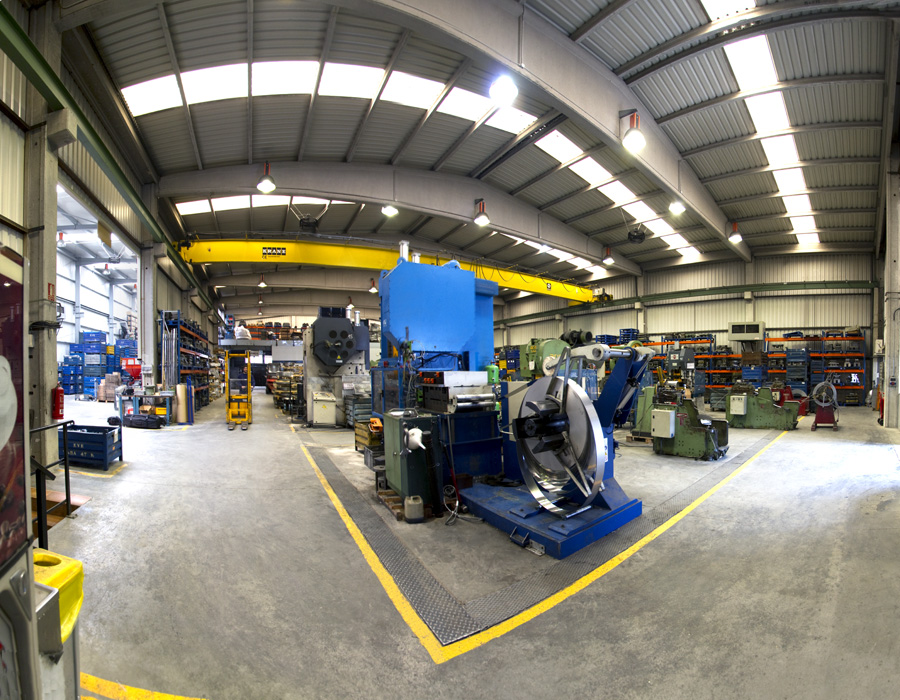 Laactividad principal de la empresa es la estampación de piezas metálicas así como la fabricación de troqueles. Los art
