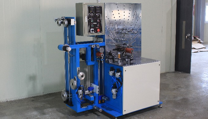 This machine makes PVC(fabric) flexible duct hoseproducts.