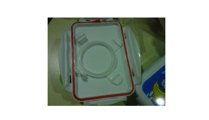 We are manufacturer of extruded silicone rubber gasket for lunch box. Our gasket is Food grade manufacture in clean room