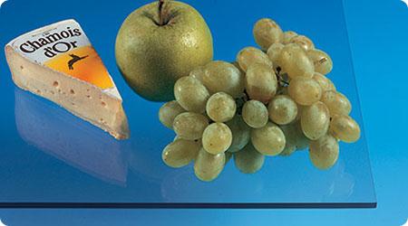 APET är en transparent och slagtålig plast med utmärkta optiska egenskaper och mycket god kemikalieresistens. Plasten är