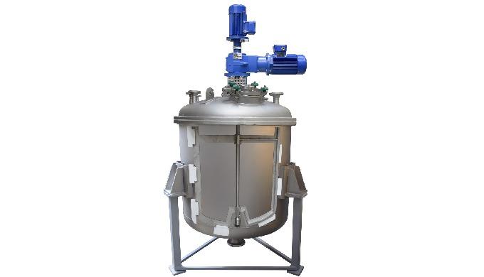 Los Agitadores Verticales son equipos que disponen de un eje que llega cerca del fondo del depósito y mediante uno o var