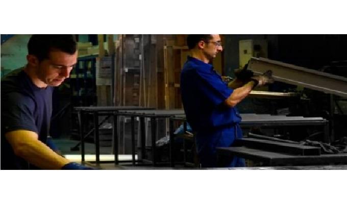 Fabricación de piezas y conjuntos para las empresas del sector de la elevación (ascensores y montacargas) .