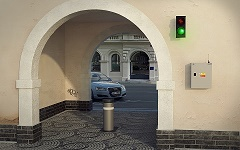 Sofistikovaný systém řízení dopravy monitoruje přítomnost motorových vozidel na komunikacích s omezenými prostorovými di