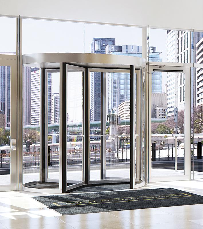 Elegante und komfortable Eingänge - die neue Besam RD100 Karusselltür mit Power Assist