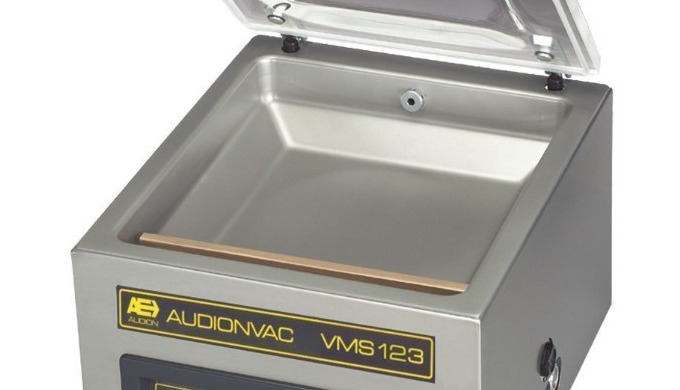 The Audionvac VMS 123 is a medium table top vacuum chamber machine. This model features a stainless steel chamber with a