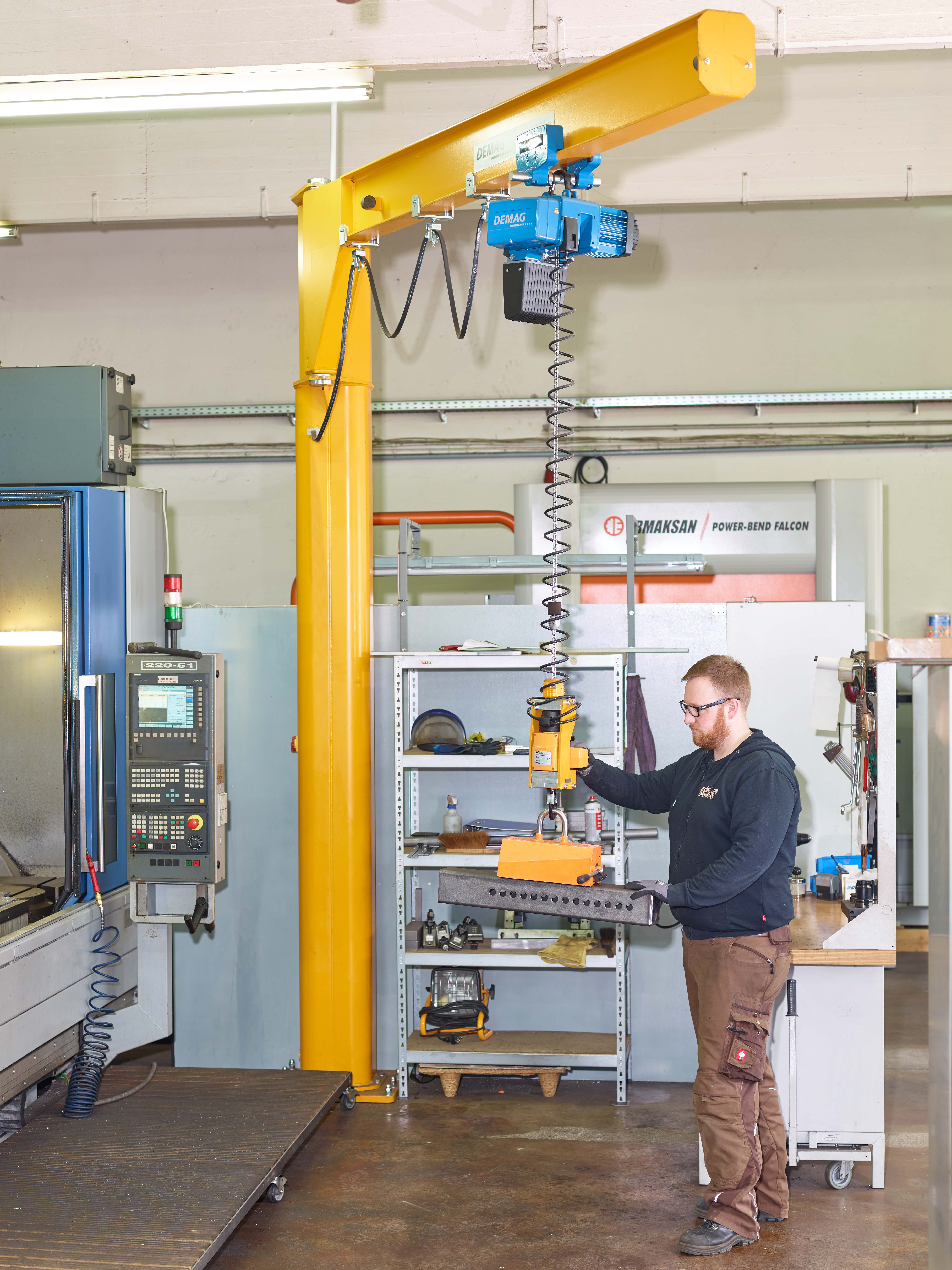 Handling with ease:  Demag Manulift for loads of up to 500 kg