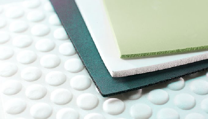 MAYSER BLUEFOAM® ist ein innovativer, vergilbungsarmer und UV-beständiger Polyurethanschaumstoff. Er eignet sich insbeso