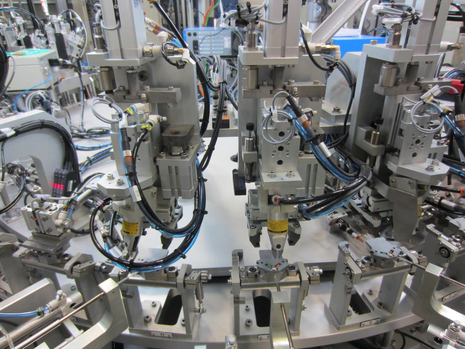 Machine spéciale d'assemblage à plateau rotatif indexé