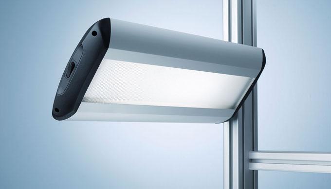TAMETO – questo apparecchio collegato lateralmente può generare a scelta un'illuminazione completamente priva di ombre o