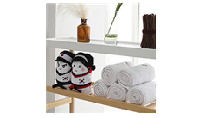 Anyone can quickly transform the sweat towels into cute toys wearing Taekwondo uniform. If you roll the towels into the