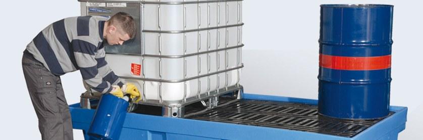 cubetos de retención en plataforma están diseñados para e almacenaje seguro de contenedores de 1000 litros. Disponiblesp