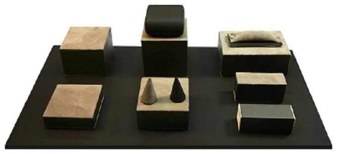 Présentoir de présentation pour bijoux Matière cuir véritable Coloris gris et marron Présentoir unicolore ou bicolore *