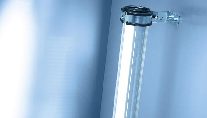L'apparecchio tubolare da 70 mm RL 70 LE rappresenta un classico nel settore dell'illuminazione delle macchine. L'appare