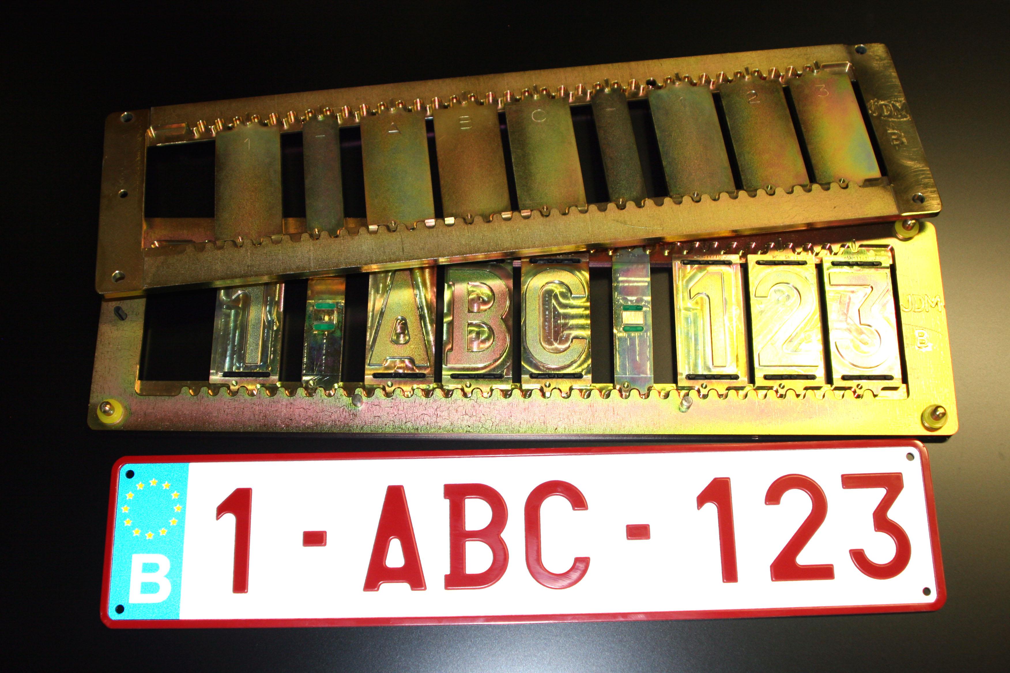 poincon plaque immatriculation matrice plaque immatriculation par gravo marque trophees coupes. Black Bedroom Furniture Sets. Home Design Ideas