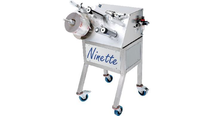 Conçue par la société CDA, la Ninette Tube est une étiqueteuse semi automatique permettant la pose d'étiquette adhésive