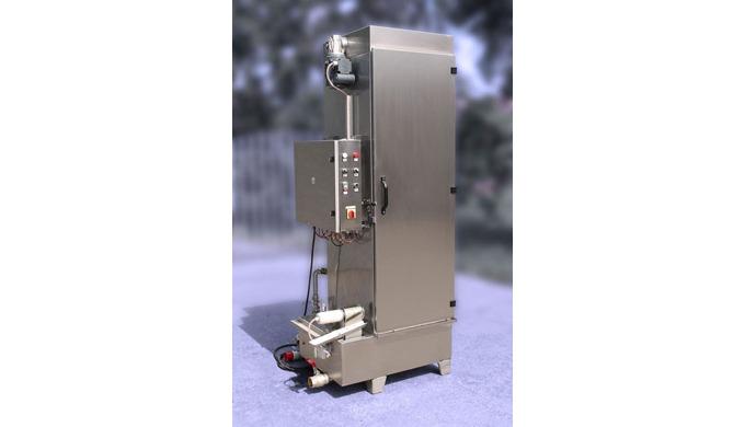 MV-500 je kombinované vertikální mycí zařízení sotočným vnitřním rámem. Na hlavní otočný rám se dají variabilně umístit