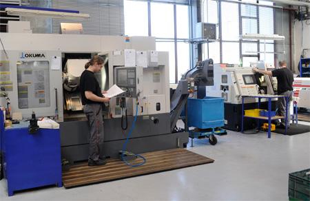 CNC obrábění, soustružení a frézování CNC frézování CNC soustružení Moderní a výkonná 3- až 7-mi osá obráběcí centra Mal