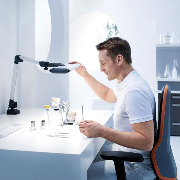Waldmann erhält AGR-Gütesiegel für ergonomische Arbeitsplatzleuchten