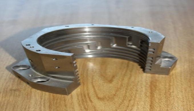 Lohnarbeiten in CNC-Drehen, CNC-Fräsen, CNC-Bohren und Montagearbeiten.