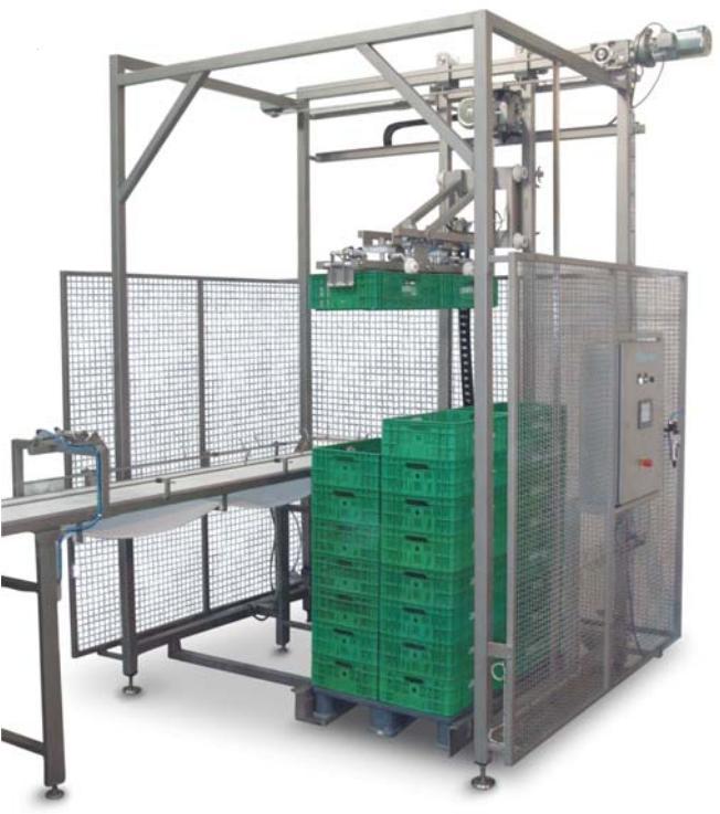 Grupo de pinzas neumáticas montadas en un brazo motorizado de elevación y traslación que permite movilizar cajas de plás