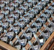 Lisování kovových dílů pro automobilový průmysl