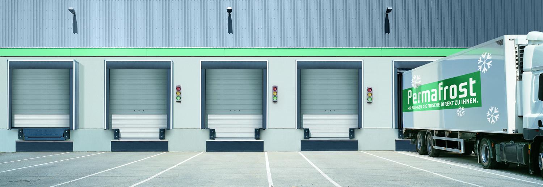 Avec le système DOBO, le camion accoste portes fermées ce qui évite au chauffeur d'avoir à descendre pour ouvrir les por