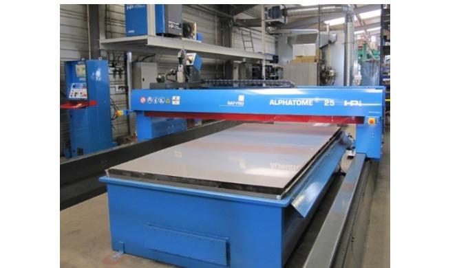 Pour vos travaux de découpe de la tôle, nous sommes équipés d'une machine de découpe plasma haute définition avec une CF