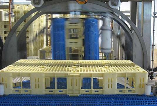 En la industria quesera dedicada a la fabricación de queso fresco, la manipulación de los moldes y/o multi-moldes es un