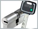 Seul un cylindre de Haute Sécurité, sophistiqué et techniquement modernisé, améliore la protection contre l'intrusion et