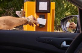 SYSTÉMY PRO PARKOVIŠTĚ Parkovací systémyefektivně pomáhají řídit provoz parkoviště a zvyšují míru zabezpečení. Jejich p