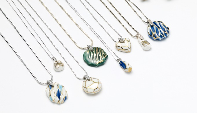 [CeraSilver Collection]uses a variety of colors and elegant silver(gold) line design styles. [Cerasilver Ceramic Pendan