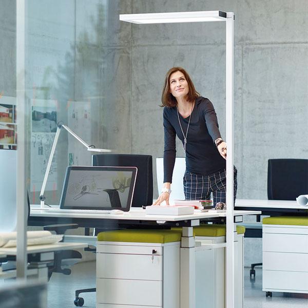 Modulare Stehleuchtenfamilie LAVIGO passt sich modernen Arbeitsplatzkonzepten an