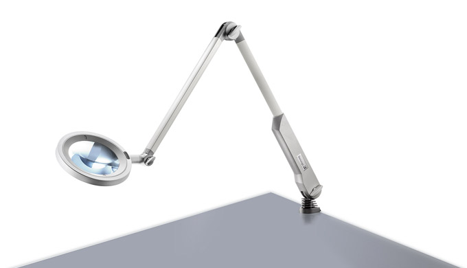 L'OPTICLUX ha tutto ciò che un moderno apparecchio d'illuminazione con lente deve avere: una lente robusta con ingrandim